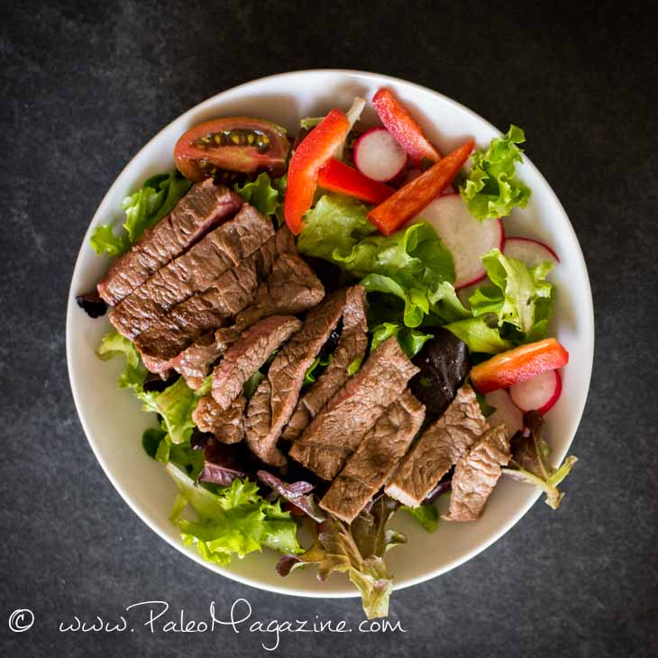 15-Minute Crunchy Steak Salad Recipe #paleo #keto #recipe https://ketosummit.com/fast-keto-steak-salad-recipe