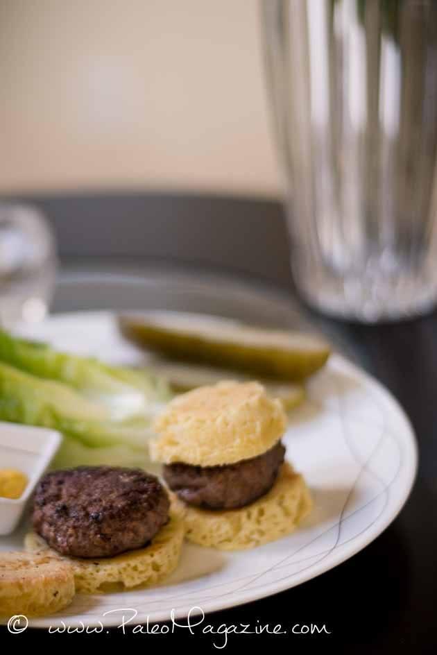 Mini Burgers with Mustard #paleo #recipes #glutenfree https://ketosummit.com/mini-burgers-with-mustard/