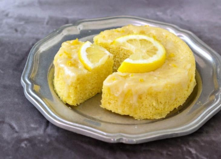 3-minute lemon poke cake