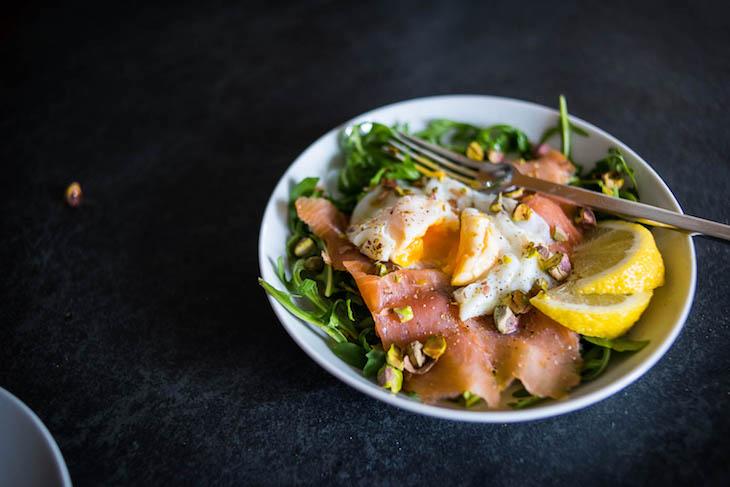 Keto Smoked Salmon Salad with Poached Egg #keto https://ketosummit.com/keto-smoked-salmon-salad-recipe-poached-egg
