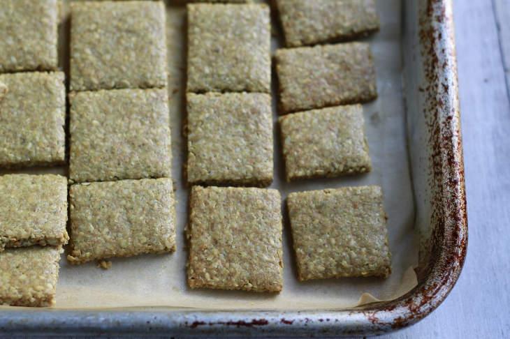 """""""Cheesy"""" Paleo Crackers"""