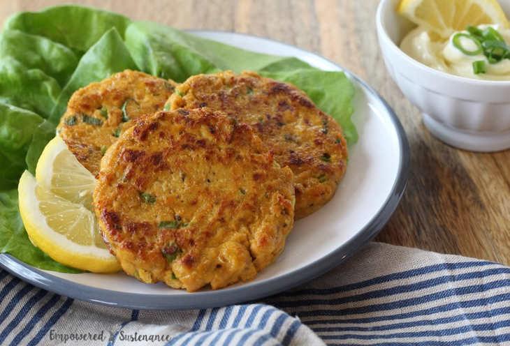 Make-Ahead Paleo Salmon Cakes Recipe