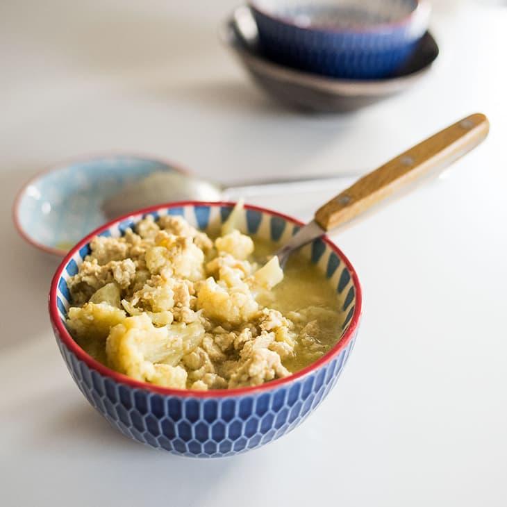 4-Ingredient Keto Chicken Curry Recipe #keto #recipe https://ketosummit.com/easy-keto-chicken-curry-recipe