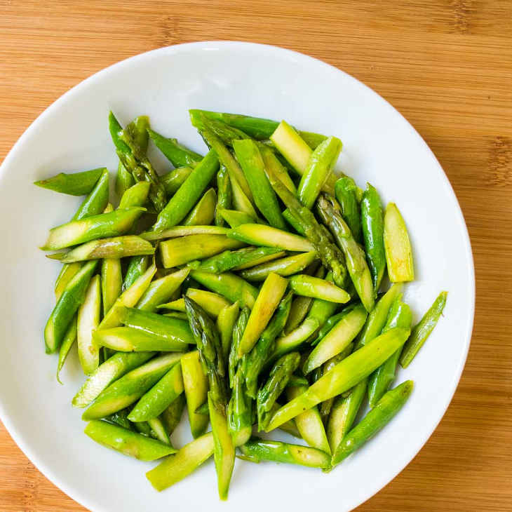 Keto Quick Asparagus Sauté Recipe #keto https://ketosummit.com/keto-quick-asparagus-saute-recipe