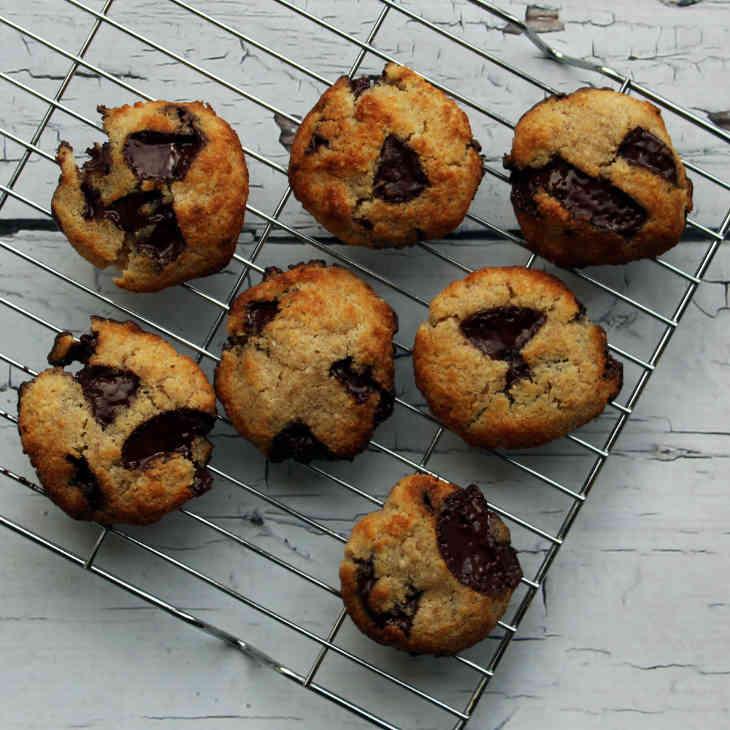 Keto Chocolate Chip Cookies Recipe #keto https://ketosummit.com/keto-chocolate-chip-cookies-recipe