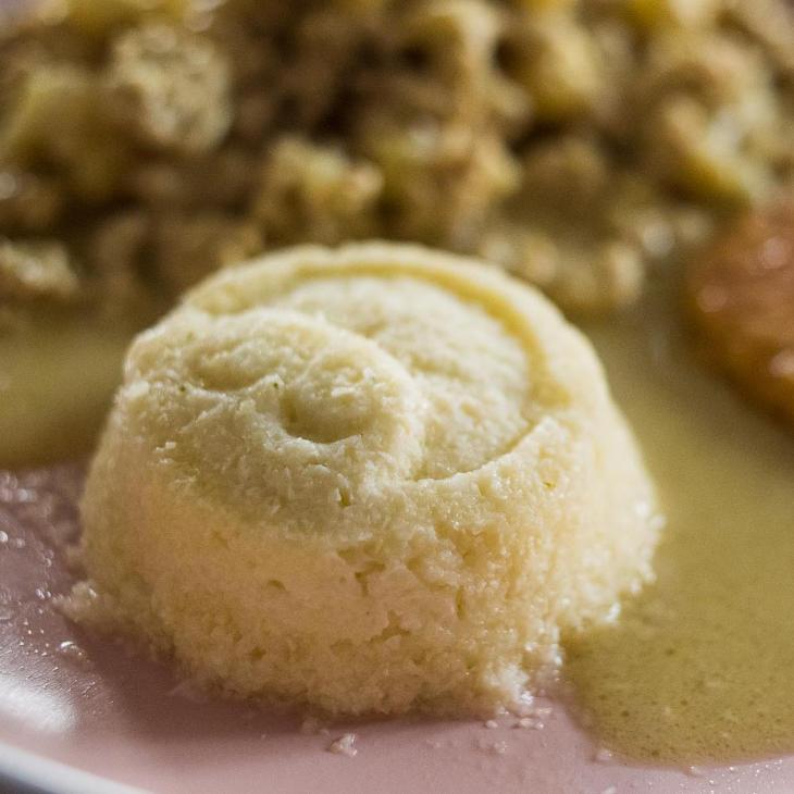 Make-Ahead Keto Creamy Cauliflower Mash Recipe #keto https://ketosummit.com/make-ahead-keto-creamy-cauliflower-mash-recipe