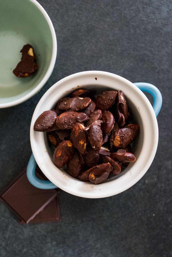 Keto Chocolate Covered Almonds #keto https://ketosummit.com/keto-chocolate-covered-almonds