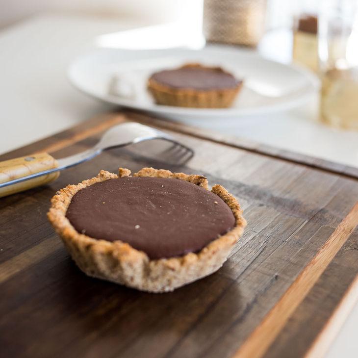Keto Chocolate Hazelnut Tart Recipe [Dairy-Free] #keto https://ketosummit.com/keto-chocolate-hazelnut-tart-recipe