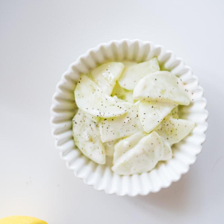 Creamy Keto Cucumber Salad [5-Minute Recipe]