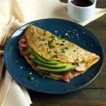 Keto Bacon, Mushroom, and Avocado Omelette Recipe #keto https://ketosummit.com/keto-bacon-mushroom-avocado-omelette-recipe