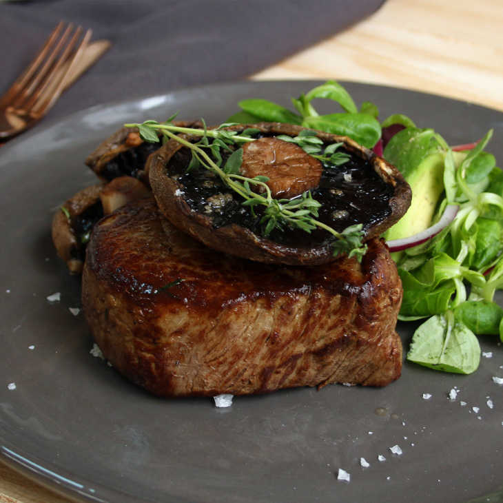 Keto Oven Baked Steak with Garlic Thyme Portabella Mushrooms #keto https://ketosummit.com/keto-baked-steak-recipe-mushrooms