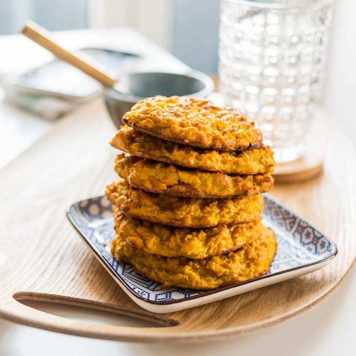 Keto Turmeric Cauliflower Pancakes #keto https://ketosummit.com/keto-turmeric-cauliflower-pancakes