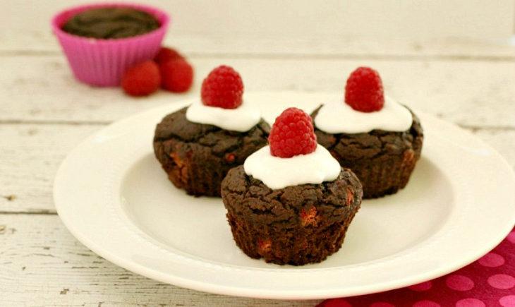 Paleo Chocolate Raspberry Cupcakes with Vanilla Cream Frosting
