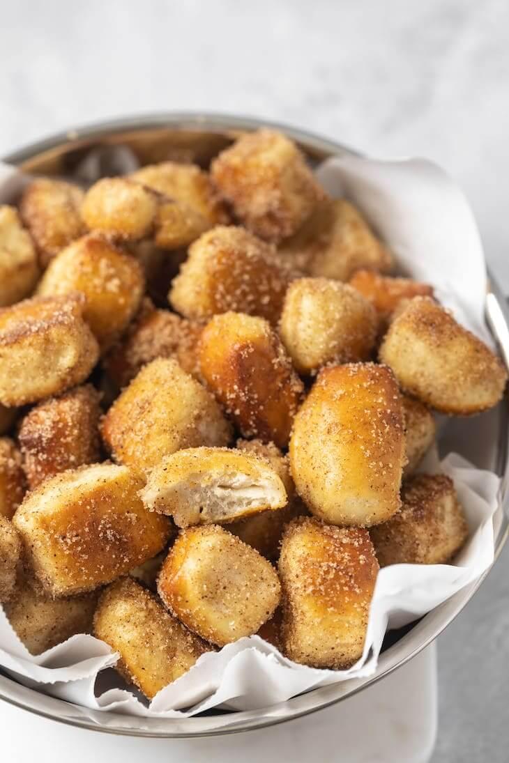 Keto Cinnamon Sugar Pretzel Bites Recipe #keto #recipe https://ketosummit.com/keto-cinnamon-sugar-pretzel-bites-recipe